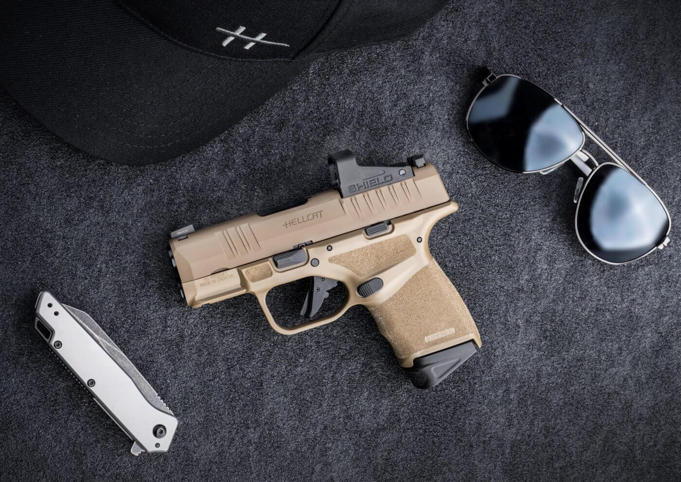 The FDE Hellcat with EDC gear