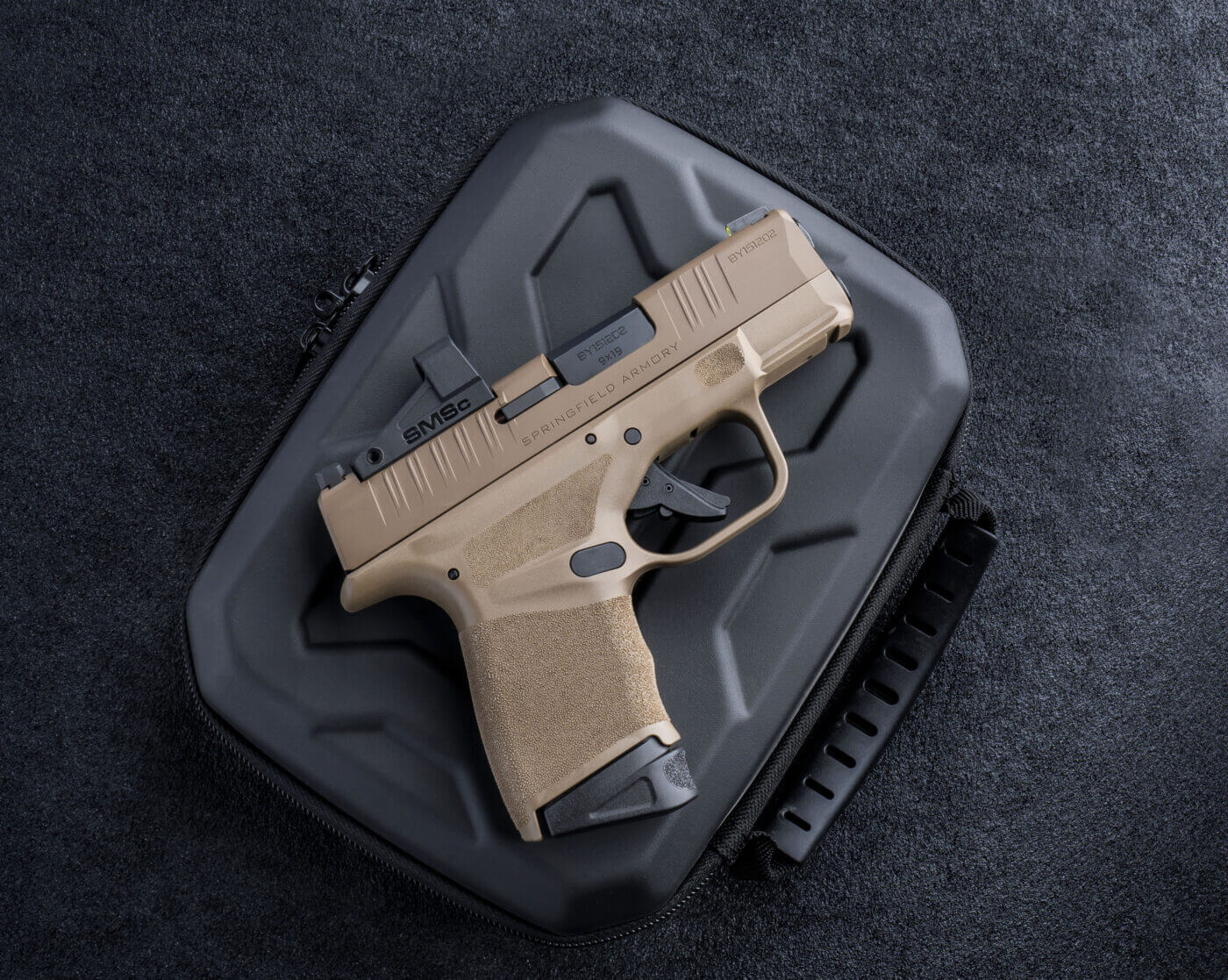 Another side view of the Shield SMSc mounted on a Hellcat pistol