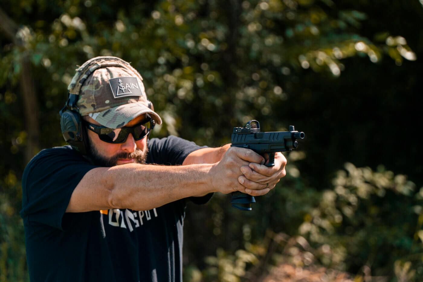 Zeroing red dot sight on pistol