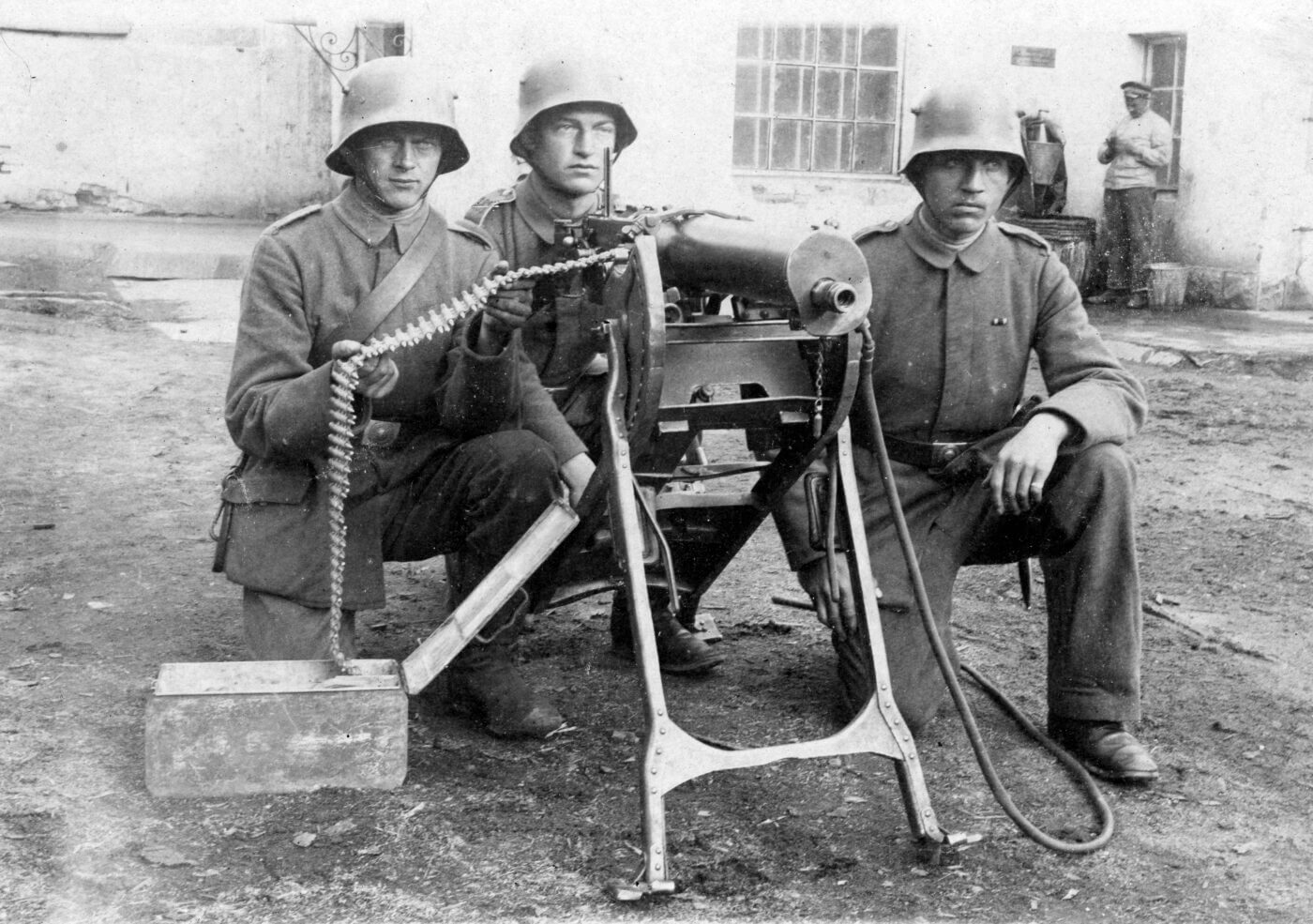 German troops training with the MG08