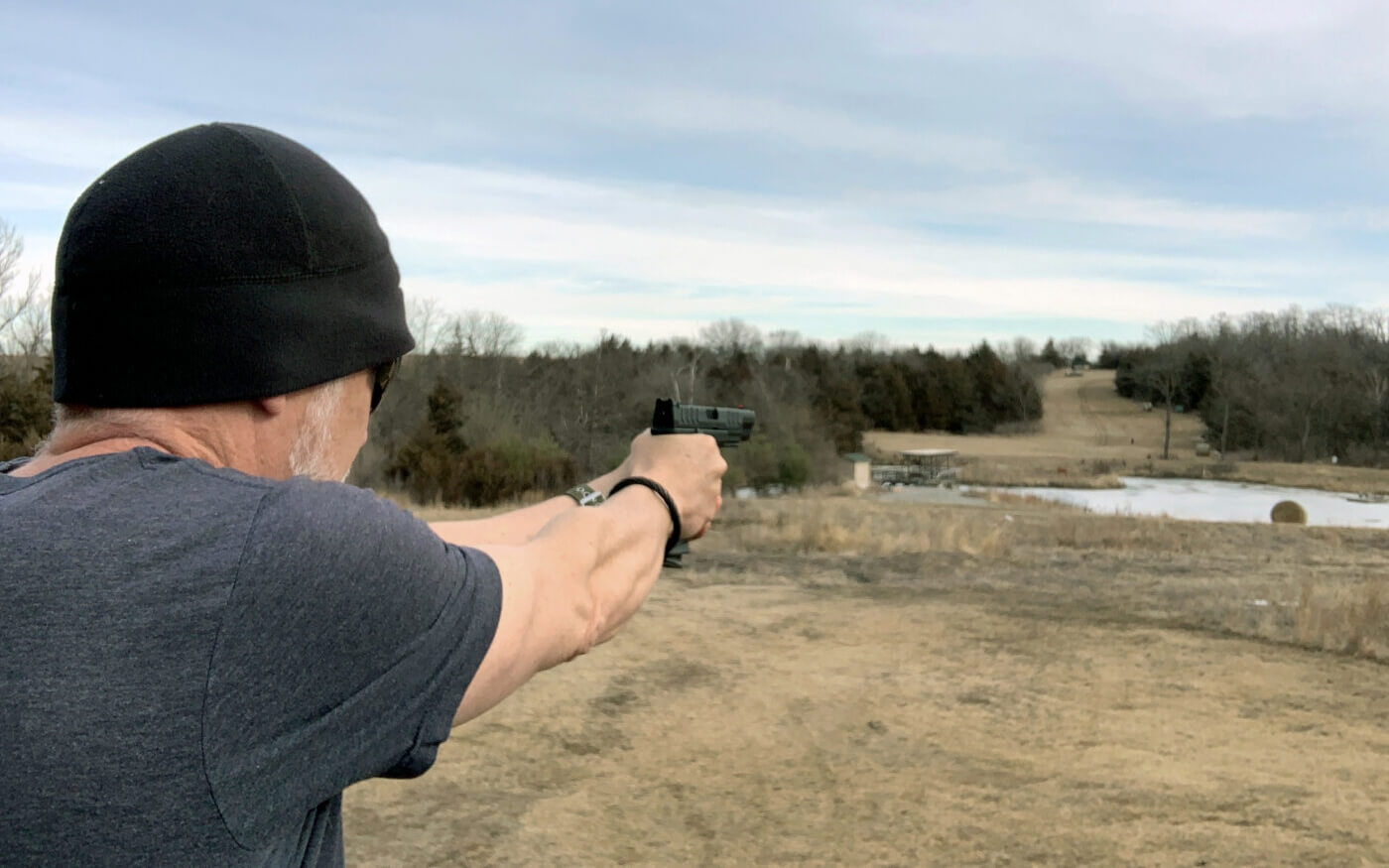 Long distance shooting with pistol