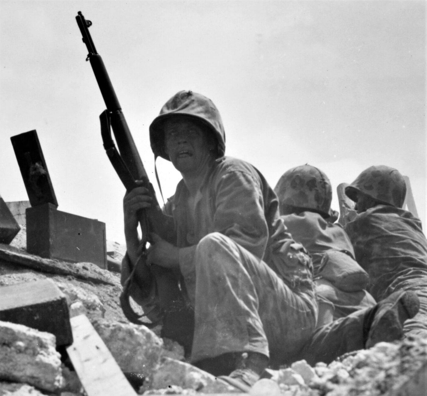 Marines with M1 rifle on Tarawa in WWII