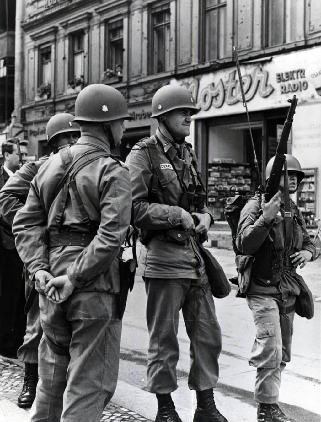 Soldiers with M1 rifle at Berlin wall construction