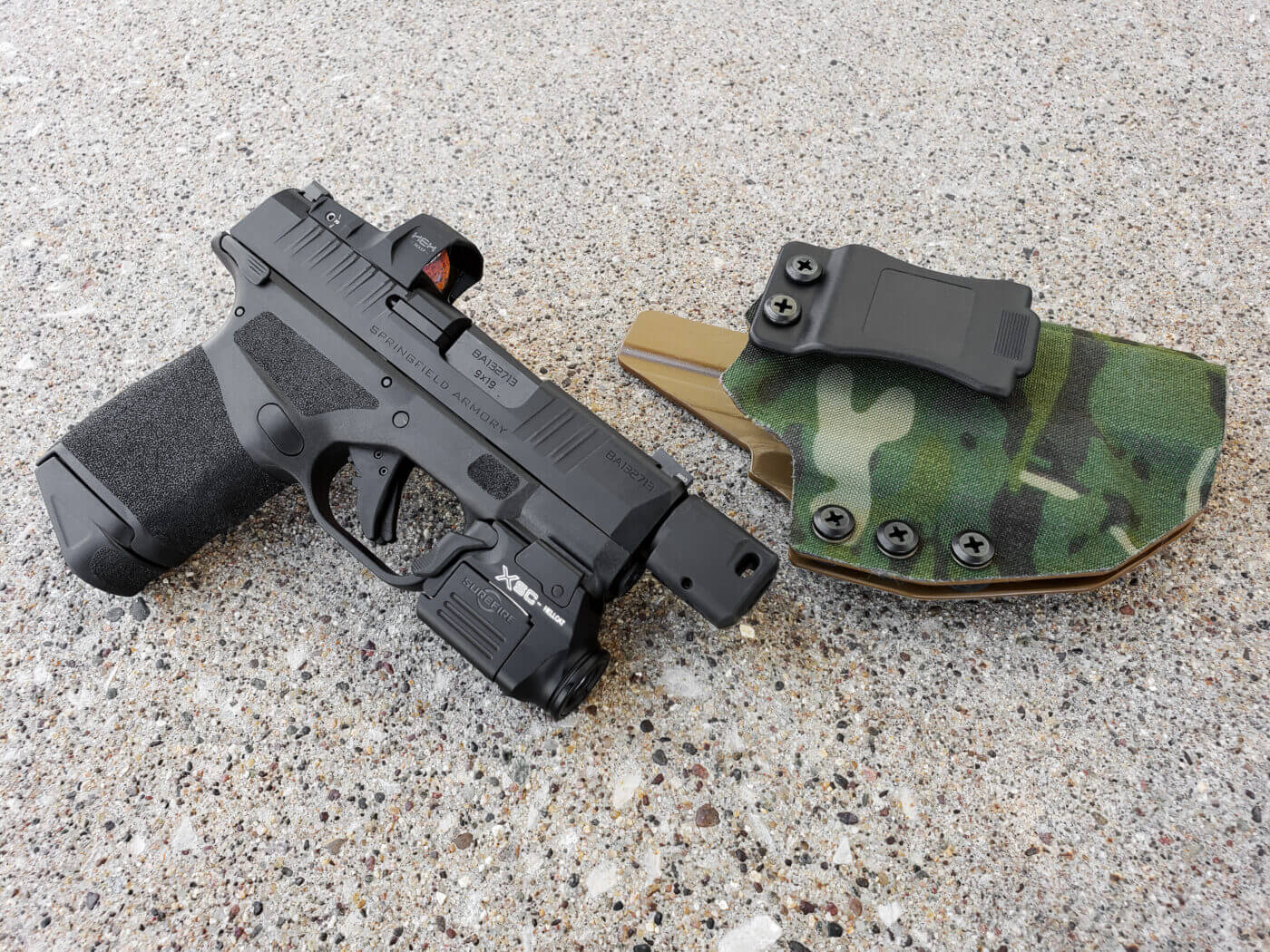 QVO Tactical holster and Hellcat pistol