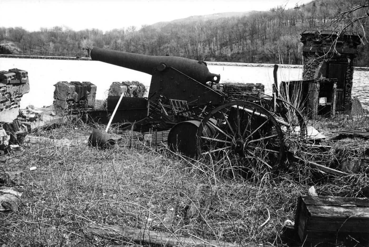 Surplus cannon on Pollepel Island NY