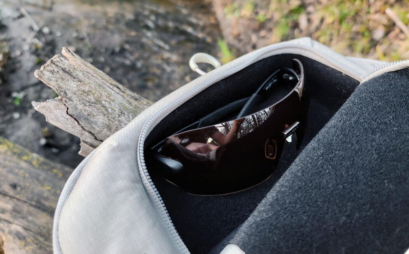 Glasses pocket in ALPS Ghost 30 backpack