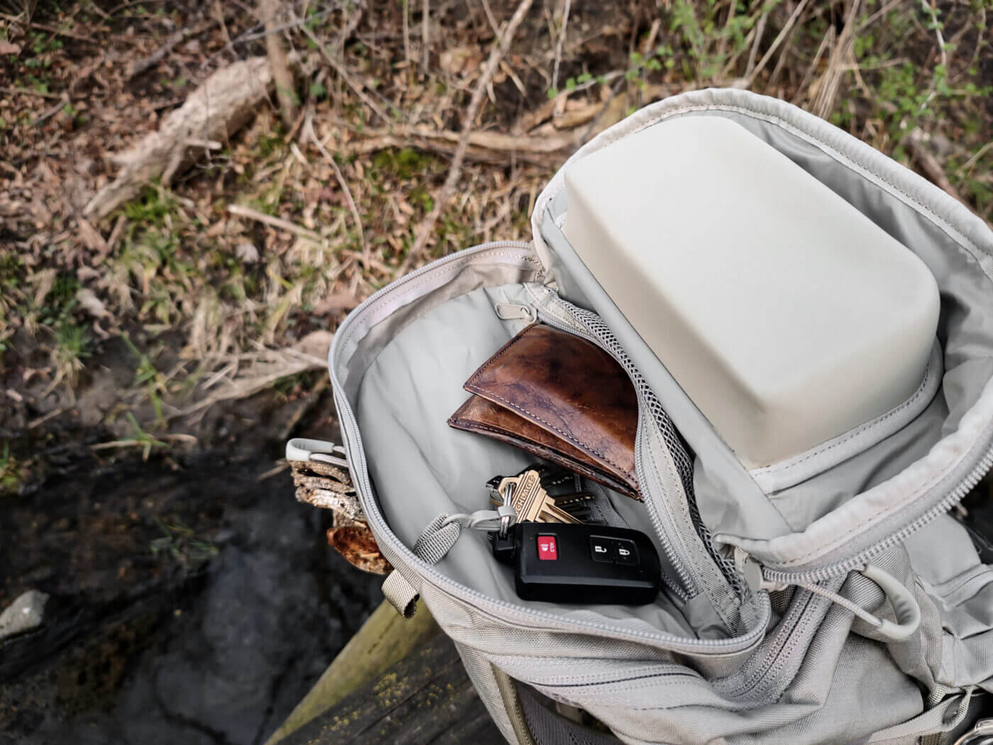 Personal items pocket in ALPS Ghost 30 backpack