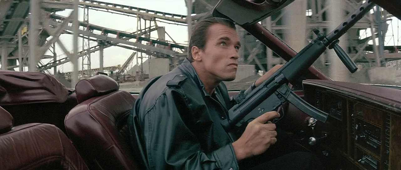 MP5 being used in movie Raw Deal