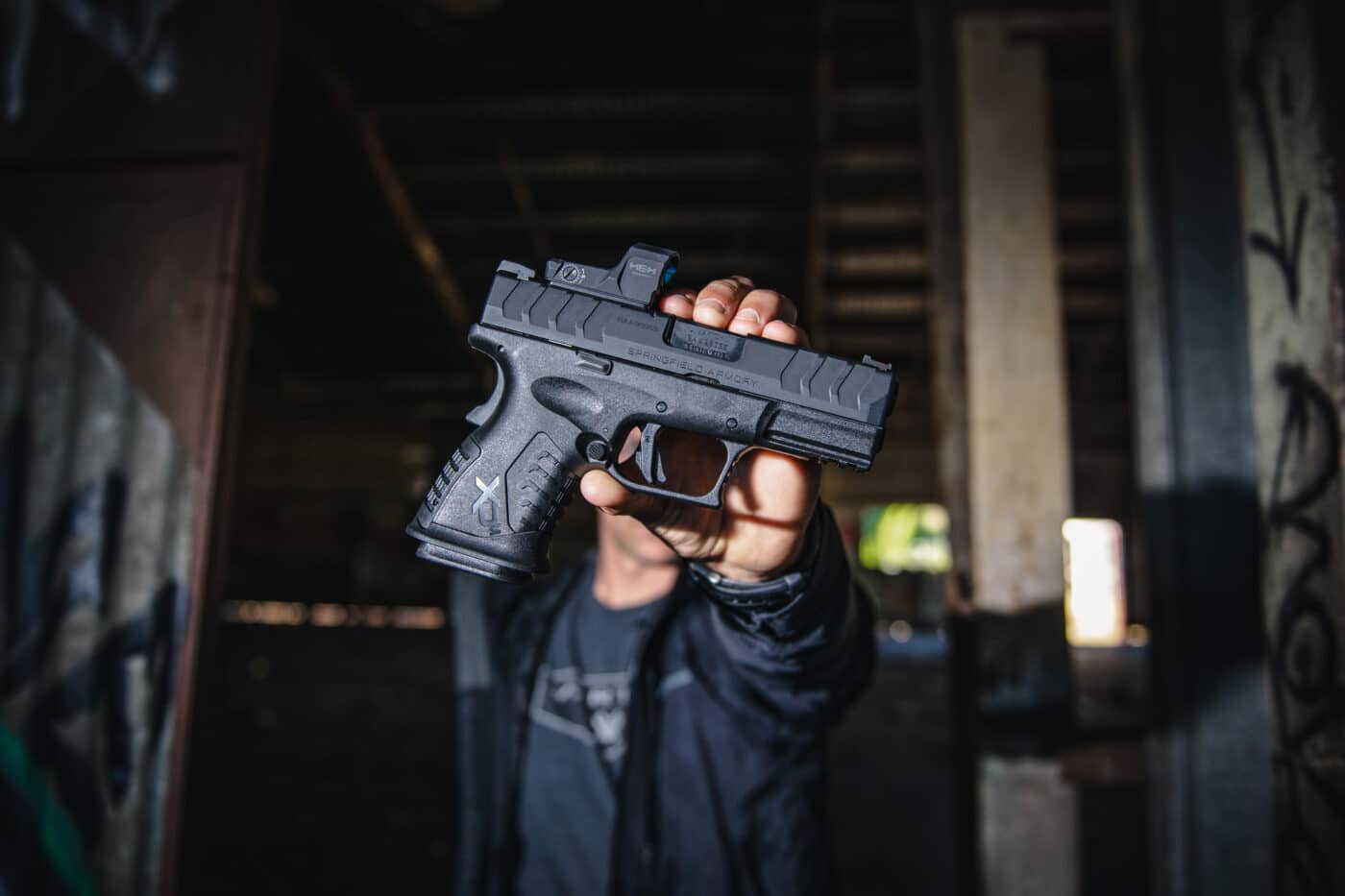 Man shows compact nature of the XD-M Elite Compact OSP in 10mm