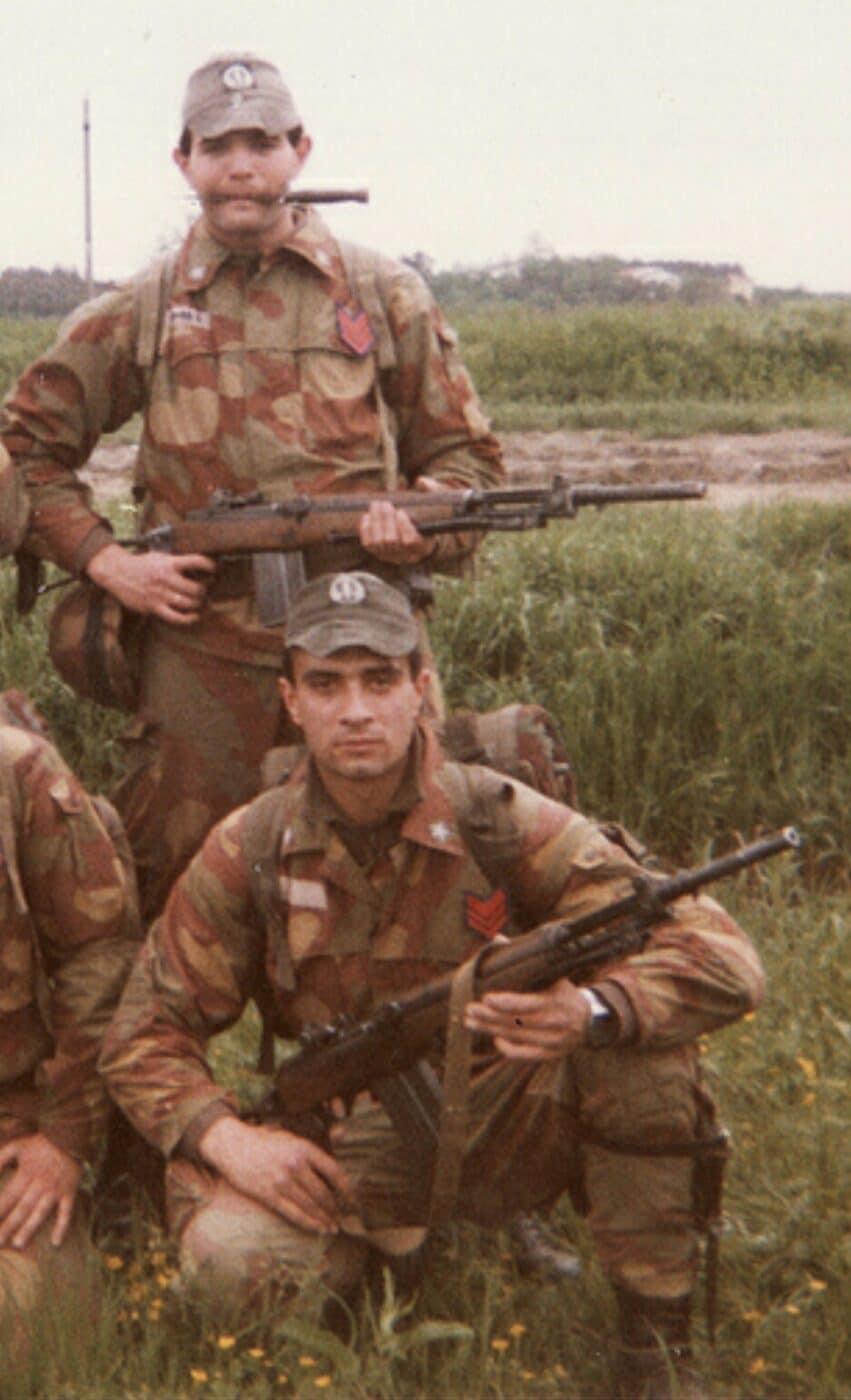 Italian paratroopers holding BM 59 rifles