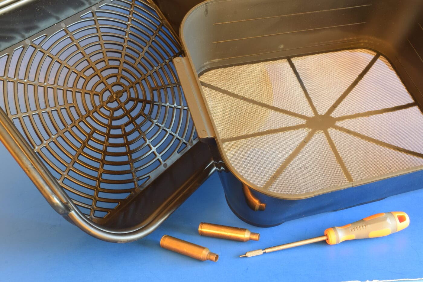 Sifting baskets for wet tumbling media